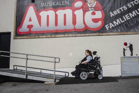 Dramaturgen skulle i utgangspunktet være en kort periode ved  Fyllingsdalen teater. Men i følge teatersjef Jørn Kvist gjorde hun seg fort uunnværlig, ikke minst med en voldsom arbeidskapasitet.