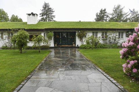 Bjarne Riebers «Rieber Garden» på Hordnes ble opprinnelig lagt ut for 60 millioner. Nå er den solgt til Espen Galtung Døsvig.