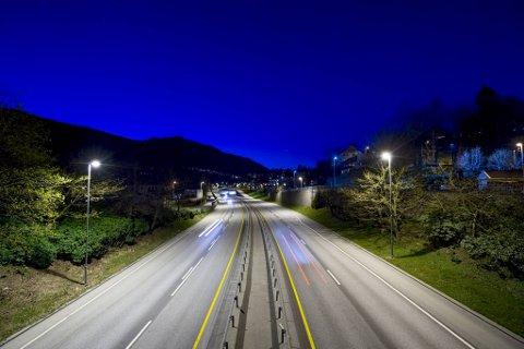 Svært mange fartssyndere ble tatt i Bergen sør onsdag. Rett før midnatt mistet tre bilførere lappen på Sjølinjen.