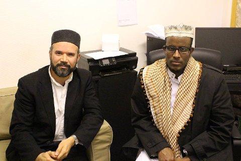 Imamene Ali Saied og Abdiladif Ahmed i Bergen moske, som er tydelig på at vaksinering under ramadan er tillatt.