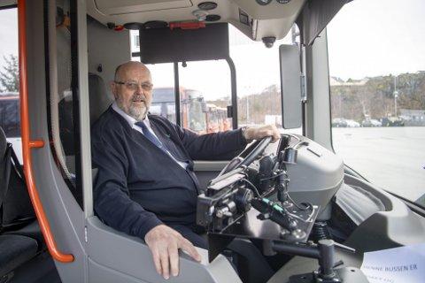 KLAR TIL STREIK: Ørjan Takle er tillitsvalgt for 70 bussjåfører i Tide, og klar til streik. – Lønnsnedgang er dårlig medisin, sier han. FOTO: EMIL WEATHERHEAD BREISTEIN