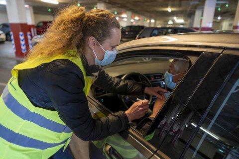 Fastlege Lina Kristin Welle-Nilsen ved Loddefjord legekontor sier de har vaksinert noen friske under 60 år med restdoser.