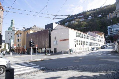 Trolig må noe av Katedralskolen rives, skal det lages en bybanetunnel i Heggebakken til høyre på bildet.