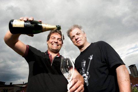 BAs tidligere vinskribent, Tom Are Trippestad (til venstre) og nåværende, Per Randers Haukaas er begge glade i gode, musserende viner. De er anvendelige til ulik mat – som ofte står på bordet på nasjonaldagen.