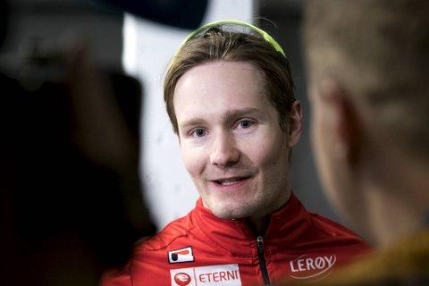 Sverre Lunde Pedersen var ved bevissthet da han ble fløyet til sykehus, opplyser Norges Skøyteforbund.