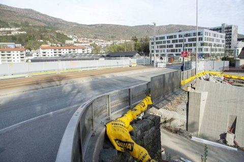 Her skal den nye bybanelinjen krysse den gamle. Det krever en del støyende arbeid i sommer.
