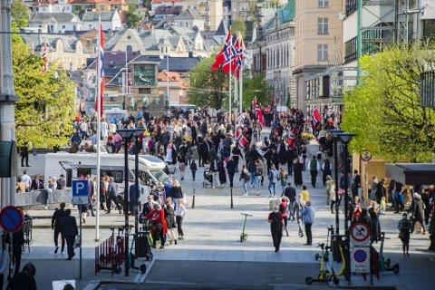 Mye folk tok turen til Bergen sentrum 17. mai, noe skjenkestedene nøt godt av.