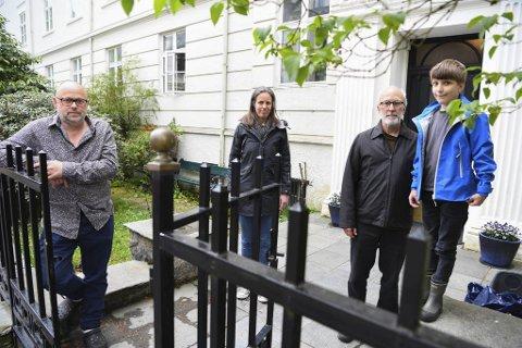 Sigbjørn Apeland Hilary Foster, Gregory Koeller og Theodore Koeller er alle lei av spetakkelet fra Nygårdsparken.