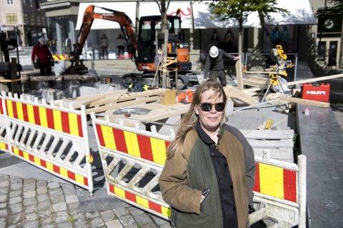 Det er kunstner Lina Viste Grønli som står bak utformingen av Kim-benkene.