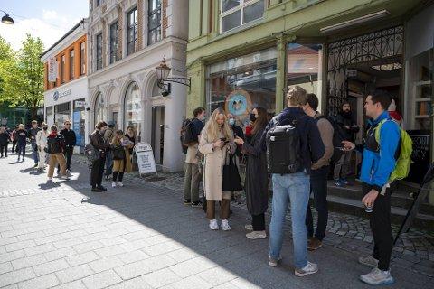Torsdag klokken 12 ble hundre billetter til Trevarefest 2020 tilgjengelig på Homesick i Gågaten.