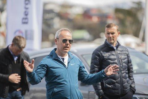 Per Øyvind Holst representerer flere av naboene. Pensjonister i området var unge da de hørte at veien snart skulle utbedres for første gang, forteller han.
