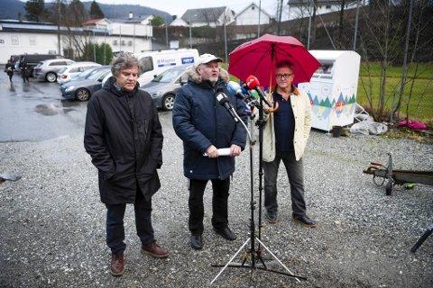 Per Jørgensen (t.v.),Trym Aafløy og Rolf Scott fikk ballen til å rulle. Nå har kommunaldepartementet gitt dem medhold i at de har rett på støtte til å drive politikk selv om de har meldt seg ut av partiene sine.