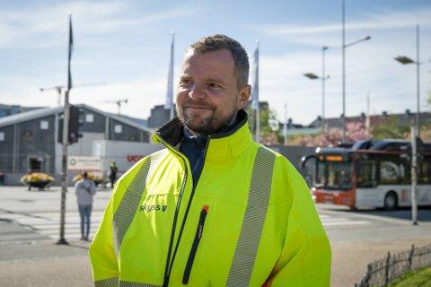 Reiseplanlegger i Skyss, Robert Solend, ser frem til at den store ruteomleggingen trer i kraft tirsdag.