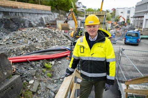 Eldre arbeidstakere kan ha problemer med å få seg ny jobb, men for den 60-årige byggingeniøren Jon Mongstad står utfordringene i kø. Han skal bidra til å bygge 600 boliger her på den gamle meieritomten på Minde.