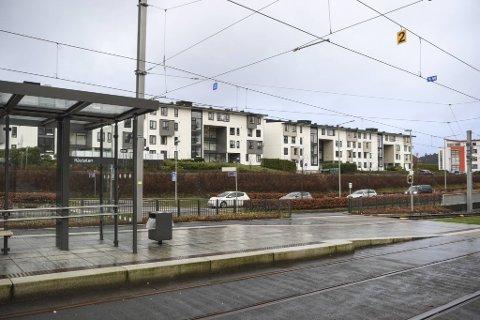 Voldsepisoden skal ha funnet sted på Råstølen bybanestopp i Ytrebygda i fjor vinter.