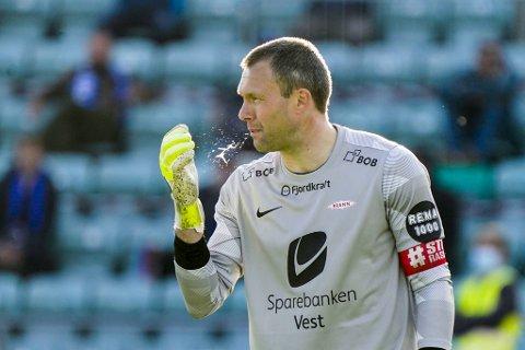 Håkon Opdal spytter i nevene på Nadderud, men innrømmer at han er «veldig, veldig frustrert» etter at Brann nå har tapt seks kamper på rad i seriestarten.