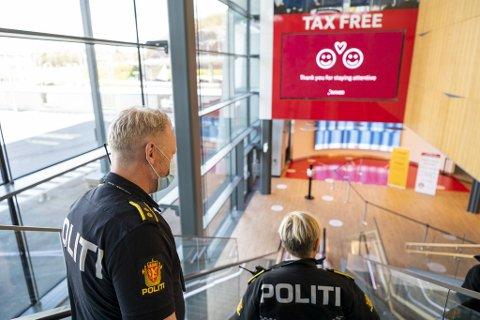 Vest politidistrikt gir saftige bøter til dem som ikke drar på koronahotell.