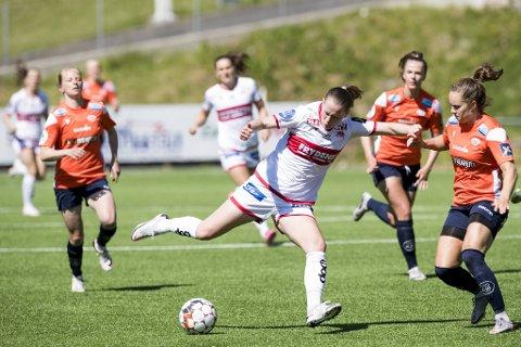 Elisabeth Terland scoret Sandvikens første mål i 3-0-seieren.
