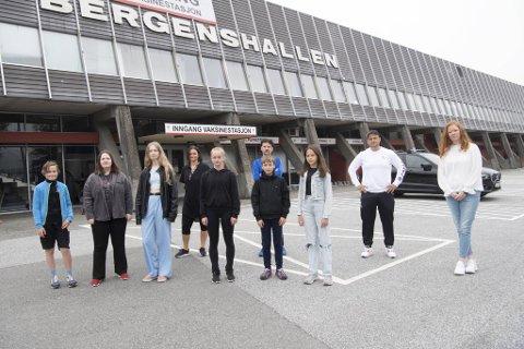 For kunstløperne Anders Almstrup Iversen (f.v., 12), Signe Myksvoll (13), Viktoria Dyrseth (15), Iris Raddum (16), Daniil Valanov (12) og Agnes Løland (12) er Bergenshallen viktig. Helene Myksvoll (f.v.), Eric De Mena, Karianne Mjøs-Haugland og Martin Guerra ber kommunen om å snu.