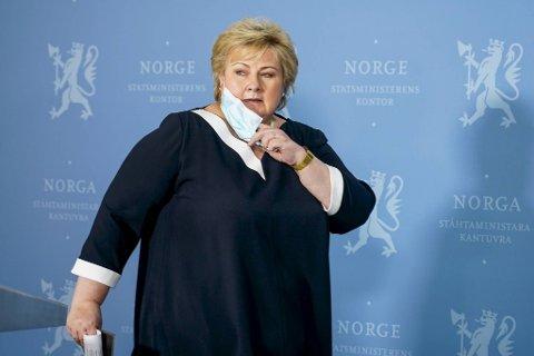 Statsminister Erna Solberg vil ha fart på åpningen av samfunnet med en norsk versjon av koronasertifikatet. Planen er at det kan brukes til arrangementer og reiser i løpet av sommeren, sa hun.