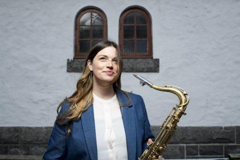 Tenorsaksofonist, komponist og bandleder  Elisabeth Lid Trøen gir ut plate med kvartetten sin og er engasjert i en lang rekke prosjekter, fra Bergen Big Band til «Klangen av Hoem» som skal presenteres på høstens Vossa Jazz.