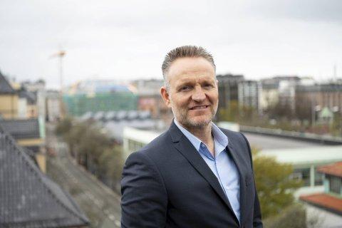 Mobilbankløsningen gjør at mange nye kunder nå tar kontakt med Sparebanken Vest. Konsernsjef Jan Erik Kjerpeseth røper at han selv har satt alle sparepengene sine i egen bank.