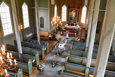 Renate Strand Normann (42) ble bisatt i Husnes kyrkje fredag.
