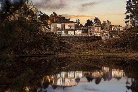 Steinsvikkroken 51 i Ytrebygda ble nylig solgt av Christer Vikebø i Privatmegleren for 11,55 millioner kroner. Annonsen hadde 21.000 visninger. 37 interessenter kom på visning for å kikke på boligen fra 2012.