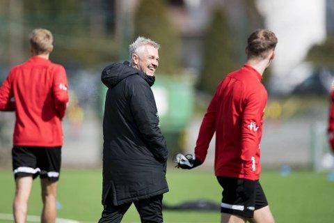 Kåre Ingebrigtsen var meget giret etter lørdagens trening. – Vi gleder oss sånn, vi kunne spilt nå, sier han. Serieåpningen til Brann er mot Viking i Stavanger, klokken 1800 søndag.