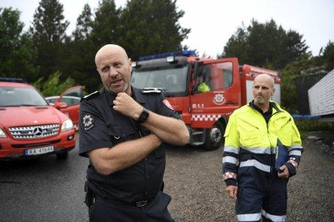 Eirik Pfeiffer (t.v.) og Kenth t. Haukeland har jobbet mot flammen i Øygarden siden forrige torsdag.