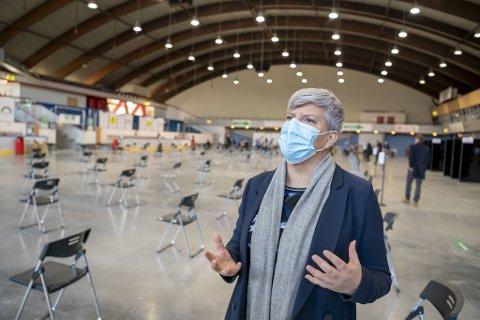 Helsebyråd Beate Husa (Krf) har bedt sine folk om å ta en ny vurdering i saken om Bergenshallen.