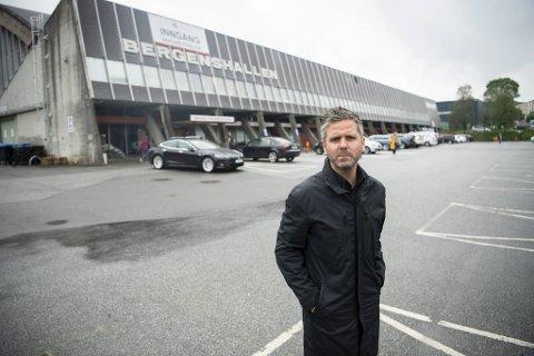 Eivind Nævdal-Bolstad i Høyre er i ferd med å samle et flertall i bystyret for å gi Bergenshallen tilbake til skøytesporten.