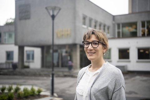 Elisa Casi-Eberhard (31) hadde allerede jobbet for NHH i fire måneder før hun nylig endelig fikk komme inn i Norge og til sin nye hjemby Bergen.