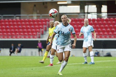 Lisa Naalsund (25) har mange aldersbestemte landskamper og vært med i mange tropper med A-landslaget, men først torsdag kveld fikk hun spilletid for det norske A-landslaget.