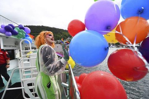 Maple Thorp var en av mange feststemte om bord MS «Rygertroll».