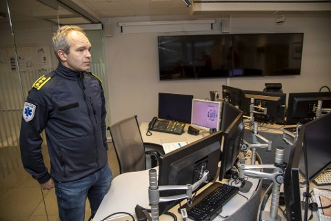 Sjef for akuttmedisinsk avdeling Øyvind Østerås forteller at de har fått flere nødsamtaler og flere ambulanseoppdrag de siste årene.