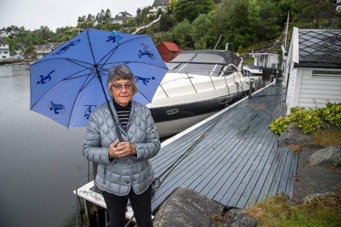 Inger Lerøy tilbake på kaien hun hjalp til med å bygge den gangen hennes familie eide eiendommen.