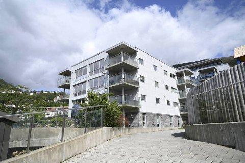 I dette bygget ble nylig en av leilighetene solgt til en kvadratmeterpris på over 112.000 kroner.