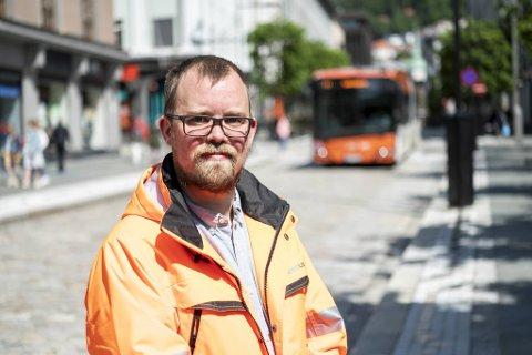 Anders Haug-Nossum, hovedtillitsvalgt for Fellesforbundet i Keolis Norge, ønsker økt oppmerksomhet rundt trafikksikkerheten i Bergen.