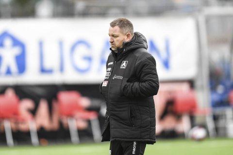 Åsane-trener Morten Røssland og Åsane gikk på et skuffende tap fredag kveld.
