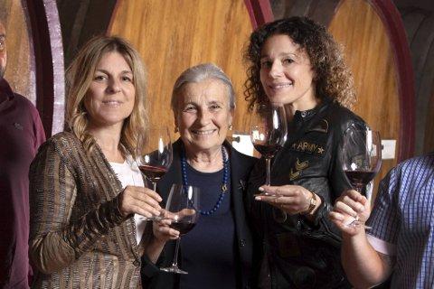 Cossetti styres av disse damene – søstrene Clementina og Giulia og deres mor, Maria Emma Cossetti. De har nå en ny kartong, laget på Barbera-druen.