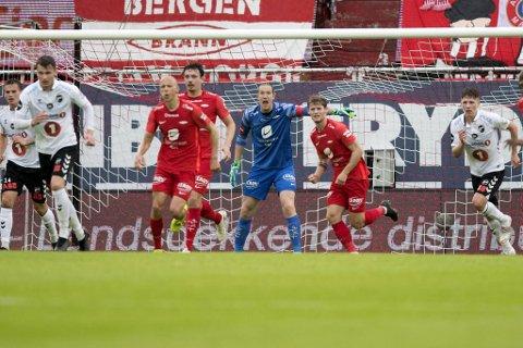 – Sykere ting har skjedd i fotballen enn at vi skal snu dette, sier keeper Eirik Holmen Johansen.