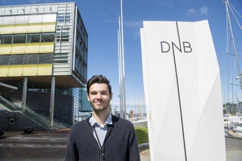 NHH-student Eirik Fadnes stortrives med deltidsjobb hos DNB i Bergen sentrum. Nedenfor kan du lese 22-åringens beste jobbsøkertips.