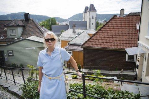 Gry Scholz-Nærø ville gjøre nabolagsbedet frodig og fargerikt.