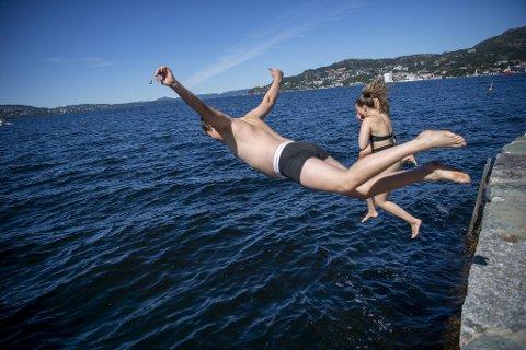 Varmfronten i Europa har så langt satt rekorder flere steder. Om den når Bergen med full kraft er ikke sikkert.
