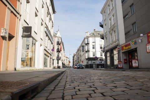 Mannen i 20-årene ble knivstukket i Håkonsgaten.