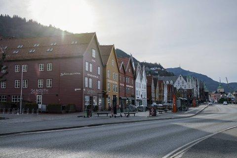 I forbindelse med at Bryggen stenger av trafikken for bilister i sommer, må Statens vegvesen omlegge kjøremønsteret fra Festplassen til Bryggen.