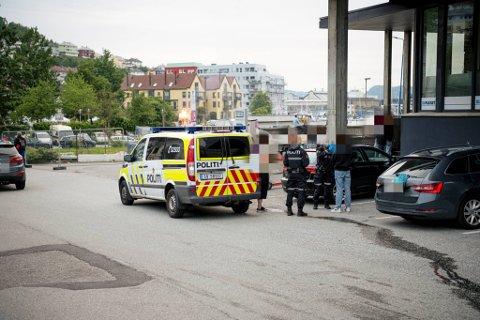 Politiet avhørte de involverte og sikret seg bilder av den blødende nesen til 13-åringen.