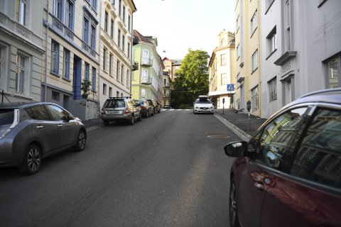 En mann i 50-årene skal ha blitt knivstukket etter et basketak i en leilighet på Møhlenpris mandag kveld.