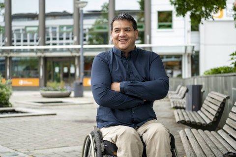 Steinar Vedå havnet i rullestol etter en ulykke, og måtte omskolere seg.